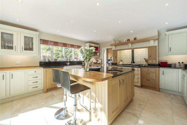 Picture No. 21 of Wood End Road, Harpenden, Hertfordshire AL5