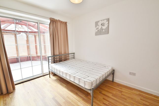Thumbnail Studio to rent in Highview Gardens, Potters Bar