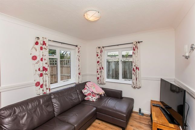 Thumbnail Flat for sale in Milton Road, Sutton Courtenay, Abingdon