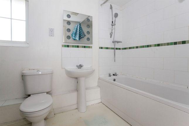 Bathroom of Kiln Way, Dunstable LU5