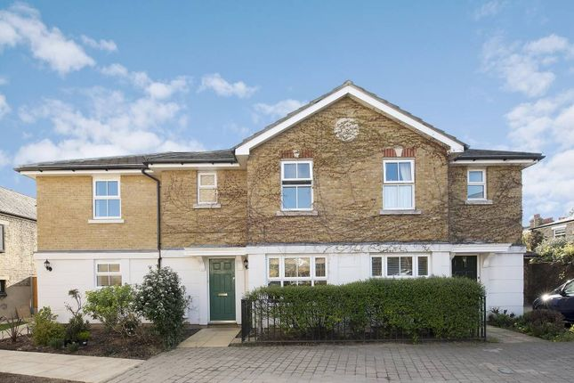 3 bed property to rent in Clarence Mews, Clapham South, London