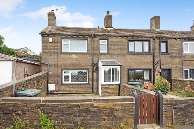 2 bed terraced house to rent in Ambler Thorn, Queensbury, Bradford BD13
