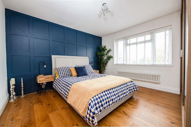 Bedroom of High Road, London N2