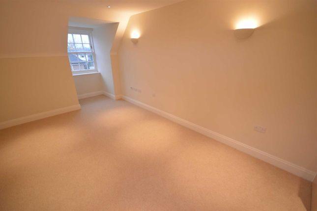 Thumbnail Flat to rent in Hinderton Road, Neston