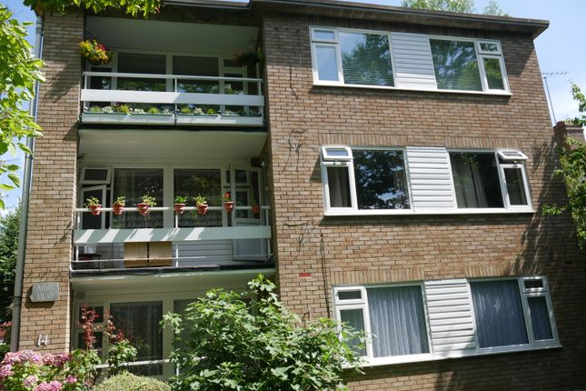 Two Bedroom Flat In Hatch End