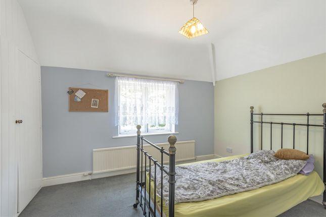 629616 (7) of Epsom Road, West Horsley, Leatherhead KT24