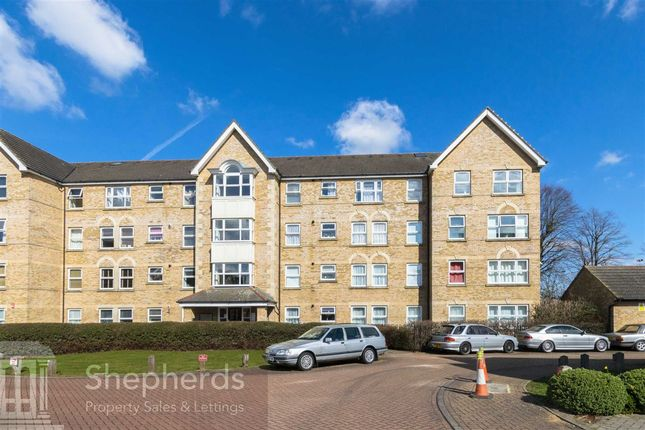 Thumbnail Flat for sale in Cobham Close, Enfield, Greater London
