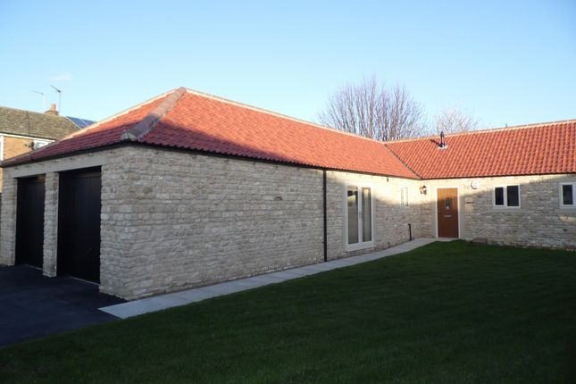 Thumbnail Bungalow to rent in High Street, Arksey, Doncaster
