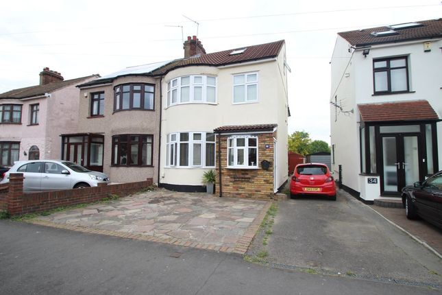 Thumbnail Property to rent in Standen Avenue, Hornchurch