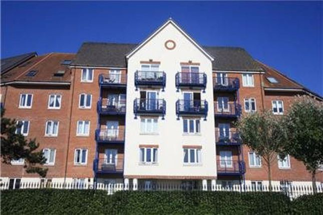 2 bed flat to rent in Corscombe Close, Weymouth DT4