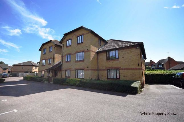 Hirondelle Close, Northampton NN5