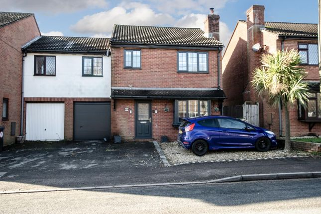 Thumbnail Semi-detached house for sale in Glendale Winchester Road, Fair Oak, Eastleigh