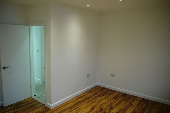 Flat to rent in Iverson Road, London
