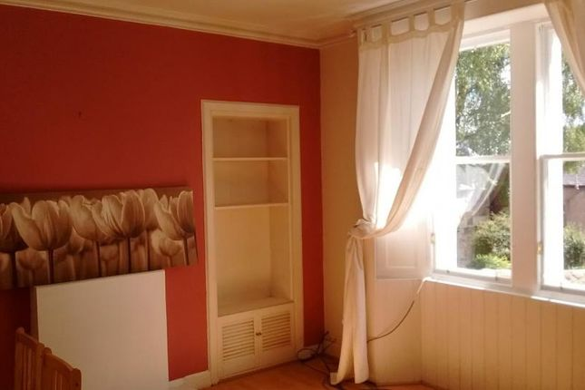Thumbnail Flat to rent in West Street, Penicuik, Midlothian