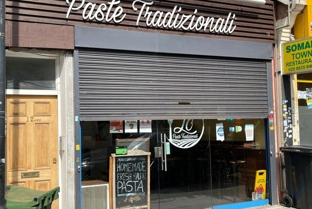 Thumbnail Restaurant/cafe to let in Gleneagle Road, London