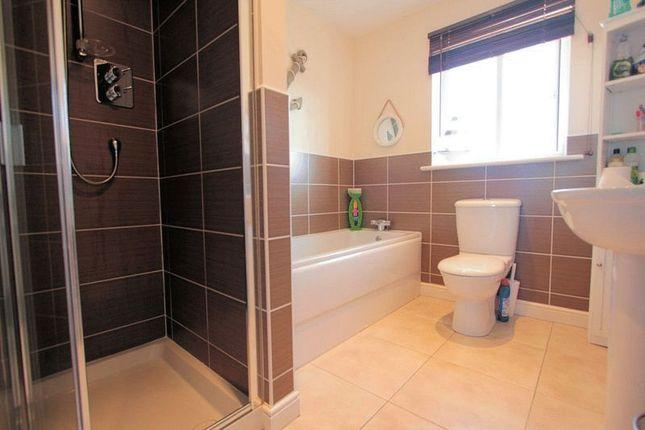 Family Bathroom of Cae Thorley, Rhyl LL18