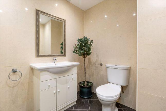 Bathroom of 13.2 Great Stuart Street, New Town, Edinburgh EH3