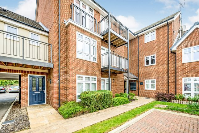 2 bed flat for sale in Queens Road, High Wycombe HP13