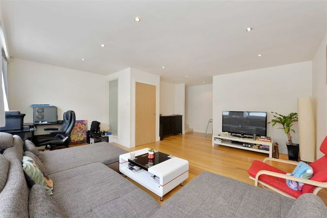 Thumbnail Property for sale in Ryders Terrace, London