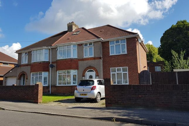 Thumbnail Room to rent in Carlyon Avenue, Hayes