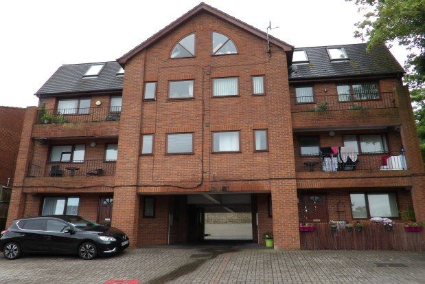 Thumbnail Flat to rent in Beacon Road, Chatham