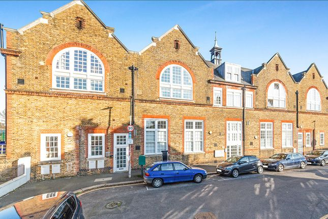 Flat for sale in Craven Gardens, London