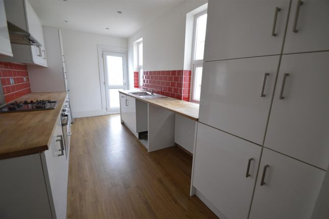 Thumbnail Property to rent in Ferndale Road, Gillingham