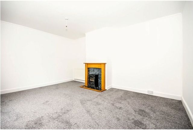 Thumbnail Terraced house to rent in Wedderburn Crescent, Dunfermline, Fife