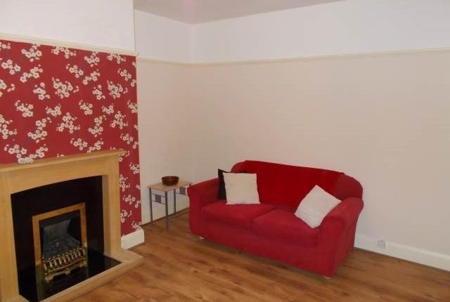 3 bed flat to rent in Whitefield Terrace, Heaton, Newcastle Upon Tyne NE6