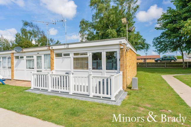 2 bed mobile/park home for sale in Beach Road, Hemsby, Great Yarmouth NR29