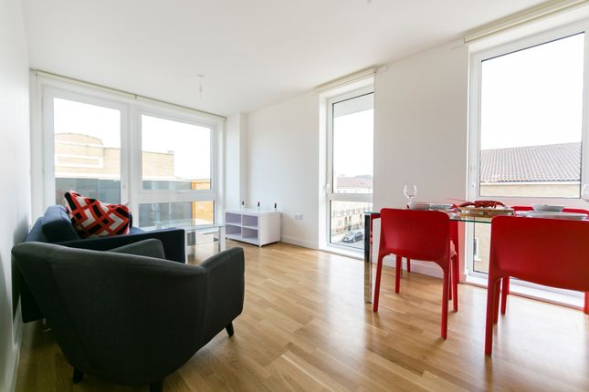 2 bed flat to rent in Killick Way, London E1