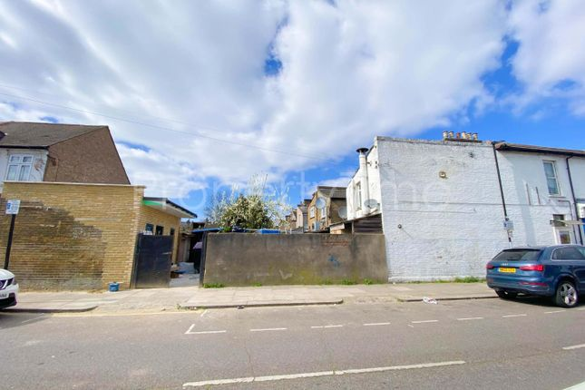 4 bed end terrace house for sale in Park Lane, London N17