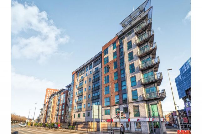 2 bed flat to rent in City Point, Chapel Street, Salford M3