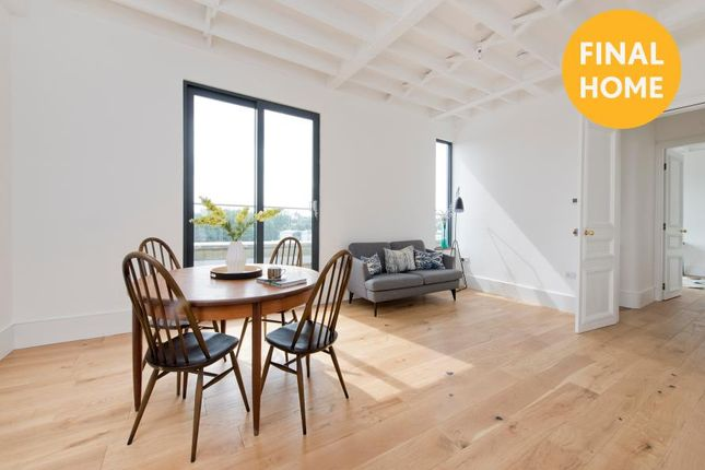 Flat for sale in Stanley Gardens, London