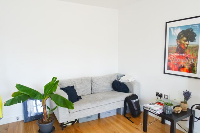 Living Room of 6 Pages Walk, London SE1