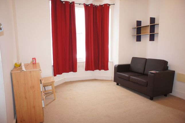 1 bed flat to rent in Bow Common Lane, London