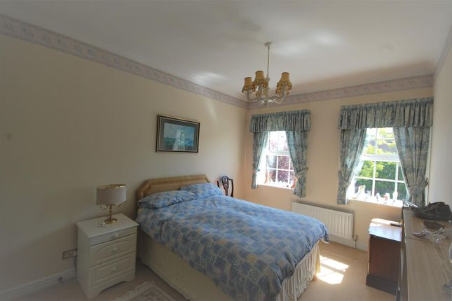 Bed 3 of Mallow Walk, St James Parish, Goffs Oak EN7