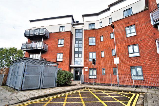 Thumbnail Flat to rent in Gunyard Mews, London