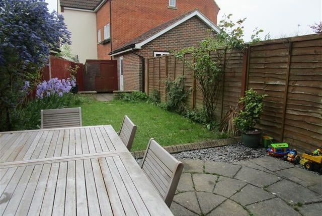 Thumbnail Property to rent in Blackdown Close, Stevenage
