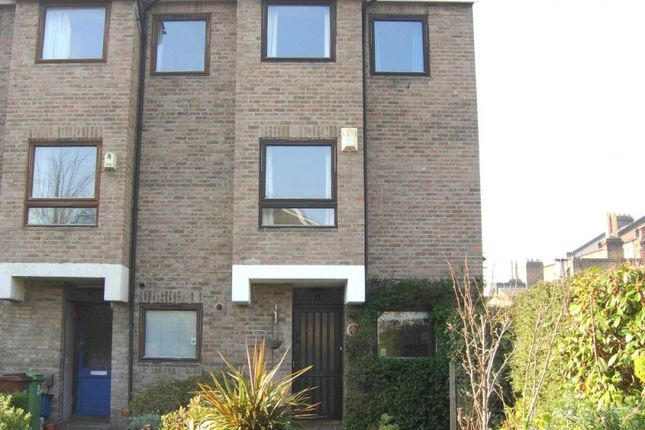 5 bed end terrace house to rent in Alleyn Road, London