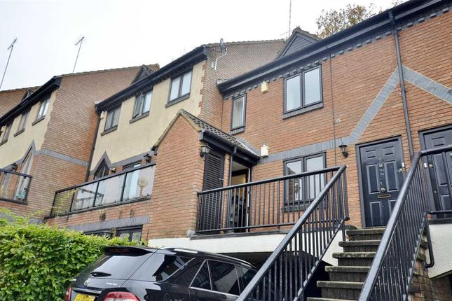 Thumbnail Flat for sale in Walker Close, London