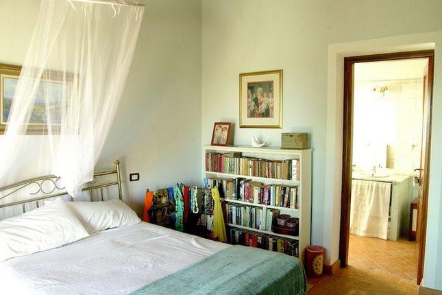 Bedroom of La Torretta, Grutti, Todi, Umbria