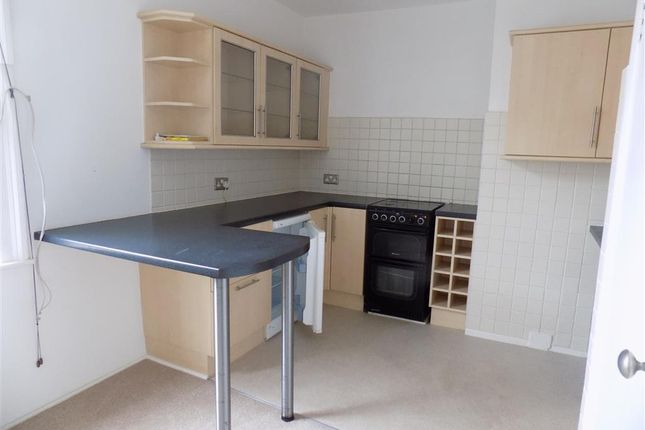 Thumbnail Flat to rent in Seaside, Eastbourne, East Sussex