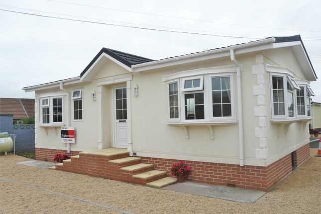 Thumbnail Mobile/park home for sale in Hutton Park, Hutton Moor Lane, West Wick, Weston-Super-Mare
