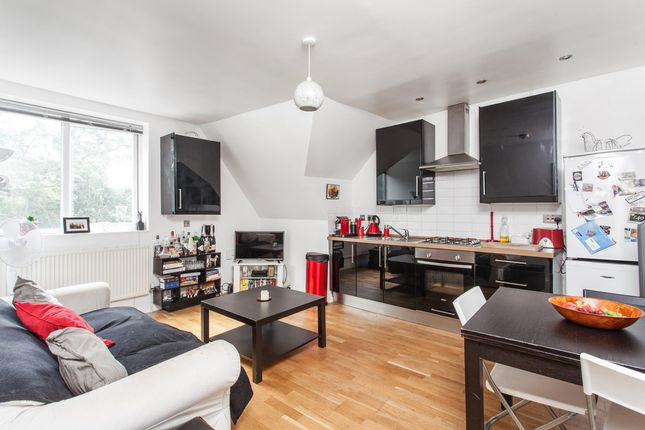 Thumbnail Flat to rent in Leigham Vale, London