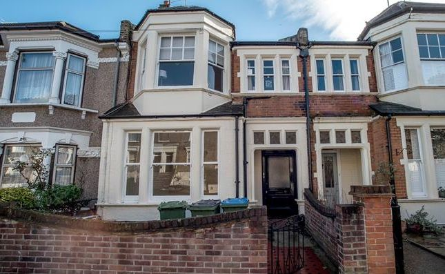 Thumbnail Flat to rent in Woodland Terrace, Charlton, London