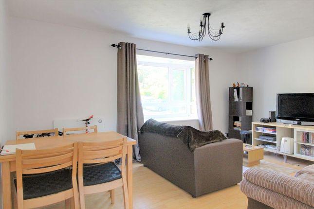 Living Room of Cliveden Close, Preston, Brighton BN1