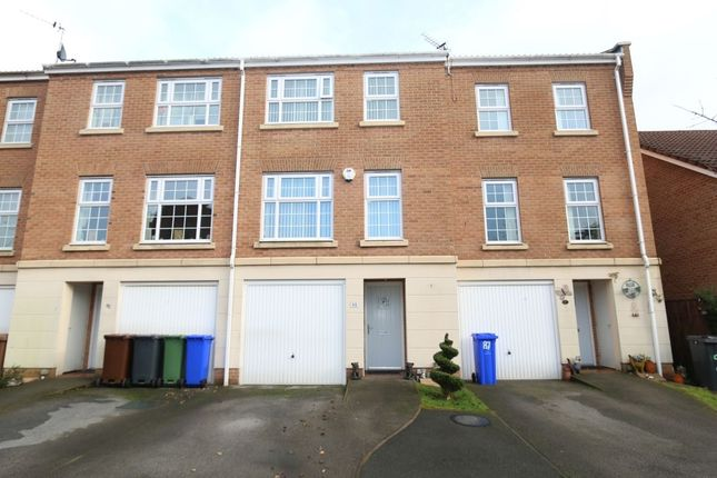 Thumbnail Terraced house for sale in Carrfield, Hyde