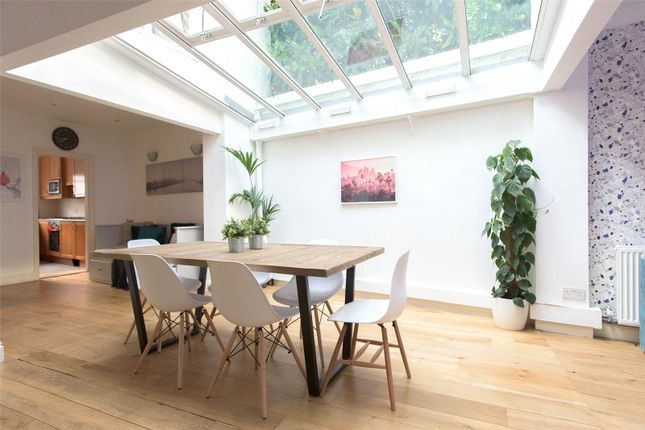 Mews house to rent in Queens Gate Mews, South Kensington, London