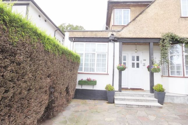Thumbnail Flat to rent in Highview Avenue, Edgware
